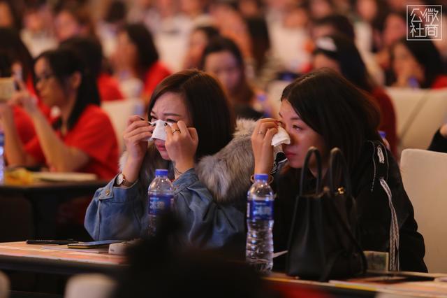 """财经 正文  中国梦想秀冠军被称为""""东方维纳斯""""的杨佩现场分享人生"""