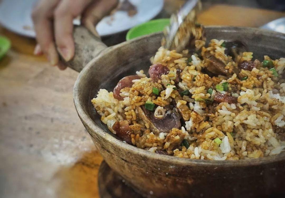 对广东人来说,好吃到令人落泪的黯然销魂饭不过一碗煲仔