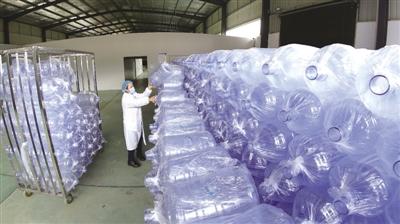 从16岁离家,到39岁回乡创办企业,二十多年,水城县木果镇村民向万富