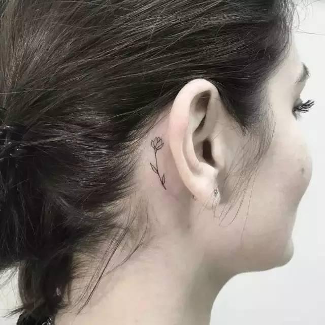 耳后小纹身 唤醒你的小性感