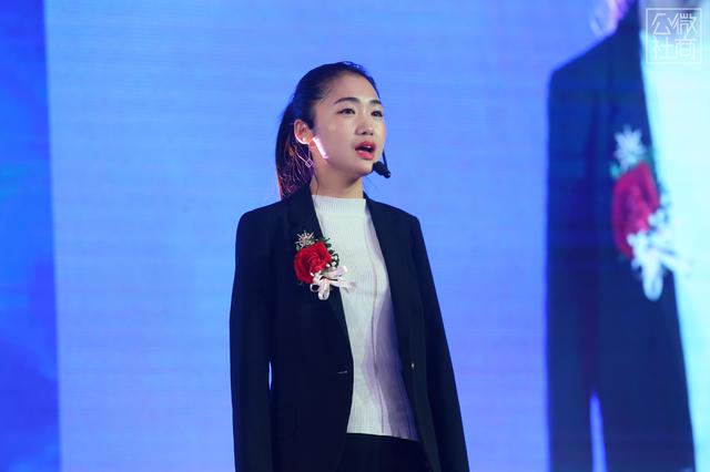 中国梦想秀冠军杨佩