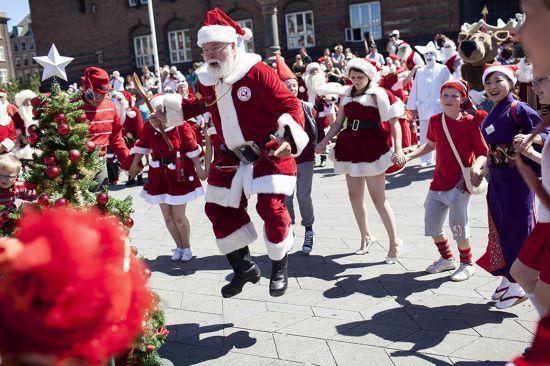7月22日,世界圣诞老人大会在哥本哈根举行.图片