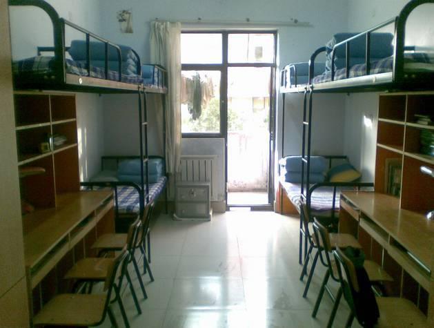 当代大学寝室规格现状,大概划分8个等级,你在哪一级?图片