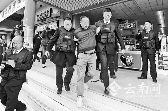 昆明法官强制腾房 1名无关人员阻碍执法被拘15天