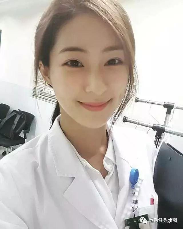 xxx护士姐_当护士小姐姐脱掉白大褂.