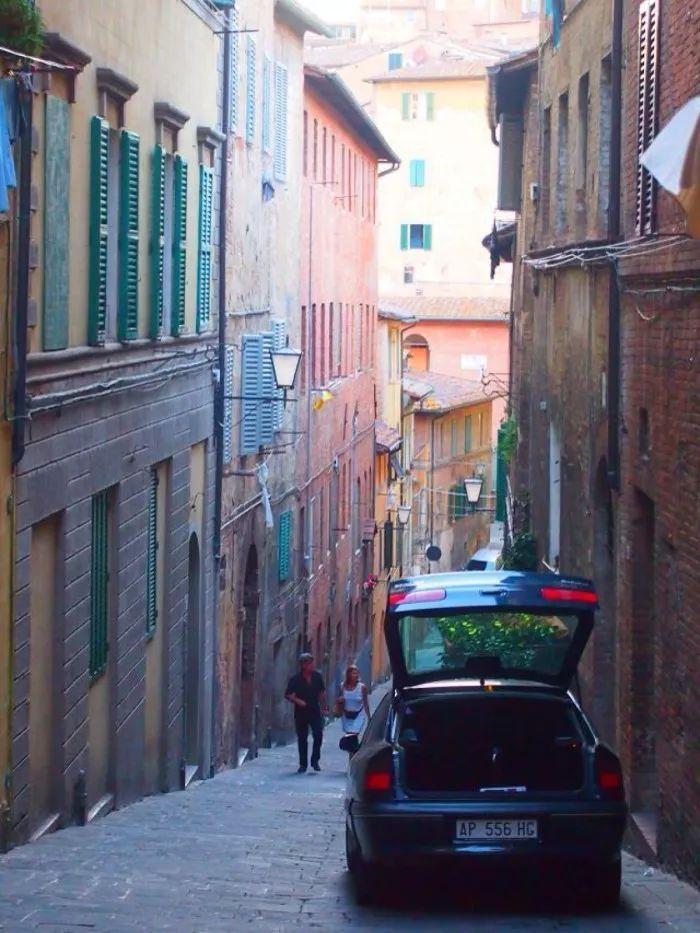 御寒全靠抖不如去意大利托斯卡纳的小镇泡个日光浴