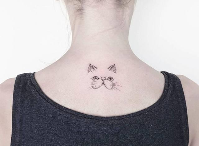在ahmet cambaz的纹身作品中风格都十分简约,图案也仅仅不到十厘米