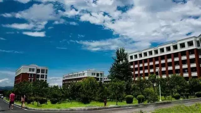山东财经大学成立于2011年7月4日,由山东经济学院和山东财政学院图片