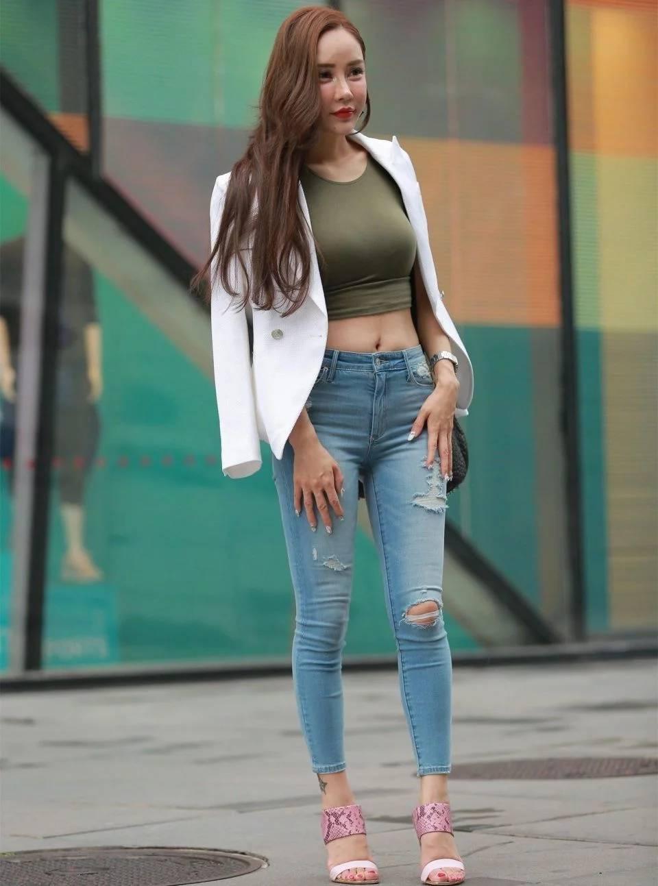 街拍,时尚模特街头摆拍,圆润身材很有韵味