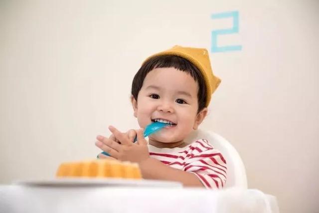 儿科医生告诉你:6~12 个月宝宝辅食怎么加?