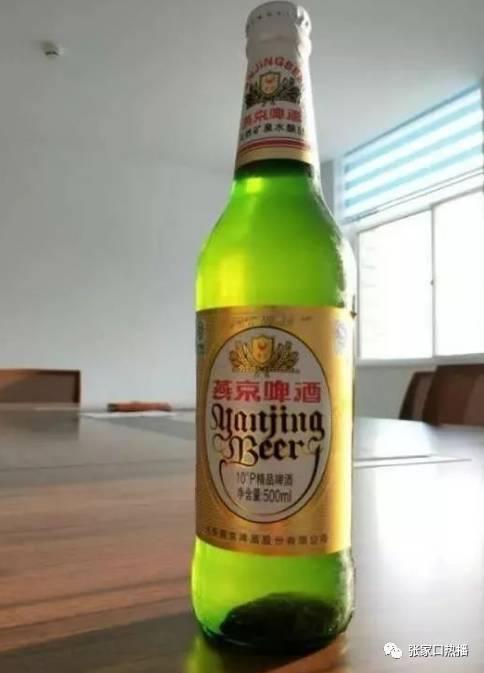 张家口男子喝燕京啤酒,酒里有只死老鼠 你还想喝吗
