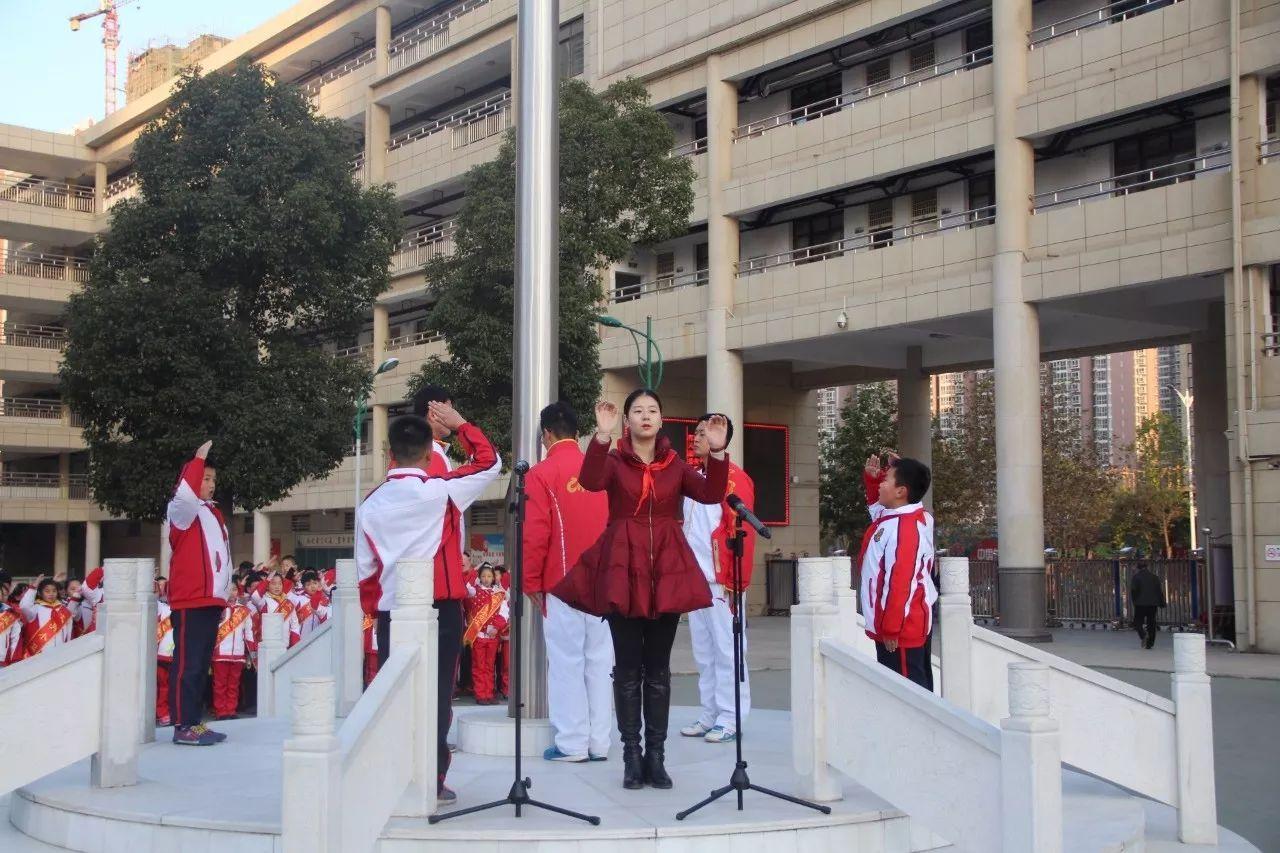 南阳市十五小东校区 向国旗敬礼 系列活动