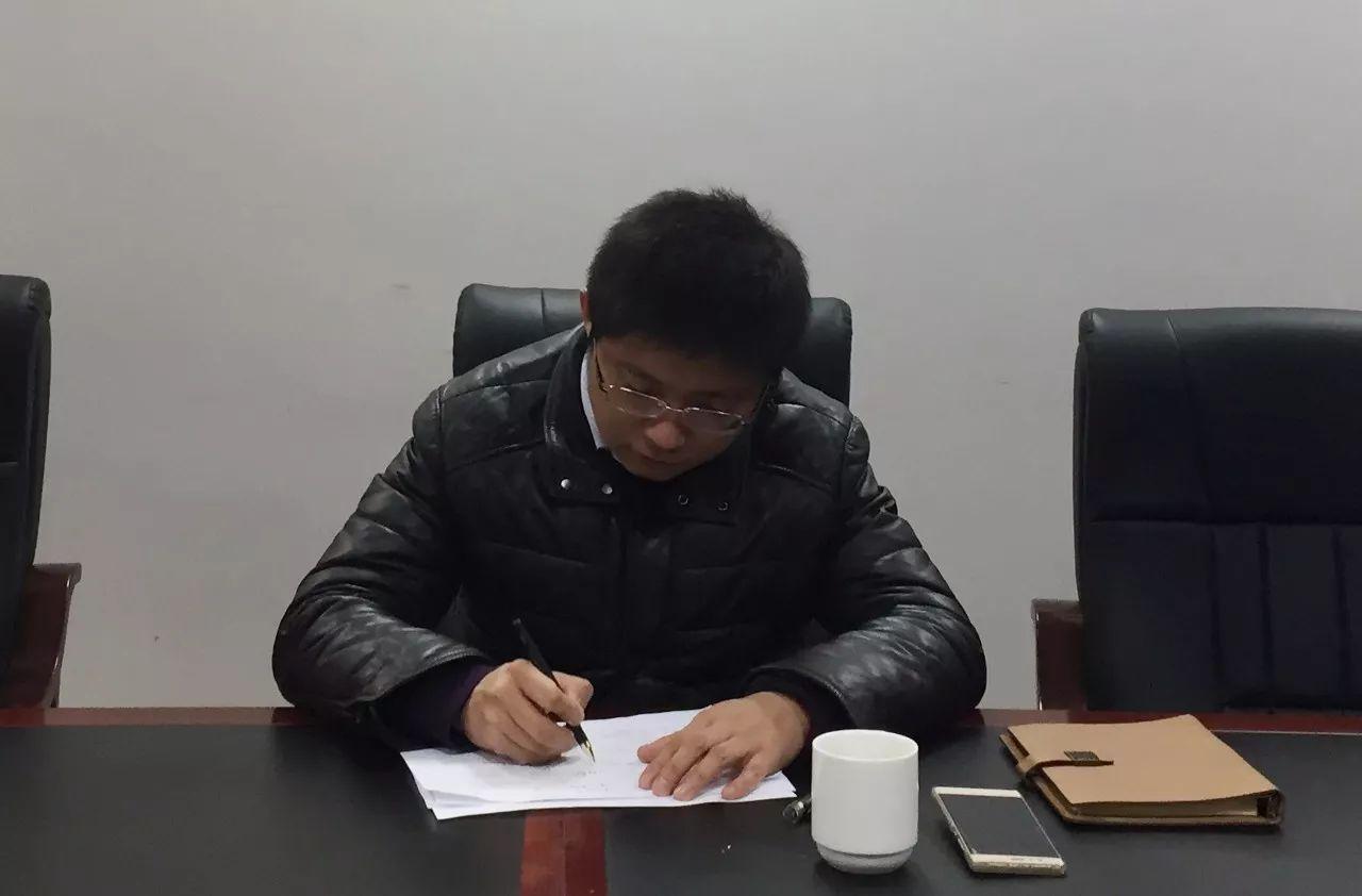 团市委机关召开学习全国道德模范刘学举先进事迹座谈会