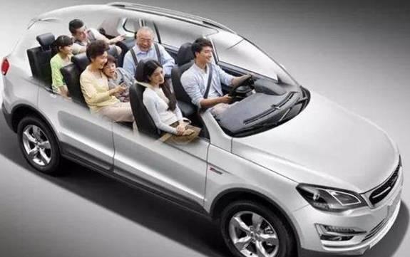 所以许多人开始盘算着 自己开车回老家,一家人自驾游 导致每年的高速