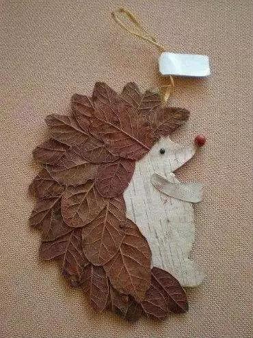 树叶刺猬 如果孩子年龄较小 也不妨参考一下 这些模板 仿照着贴 对图片
