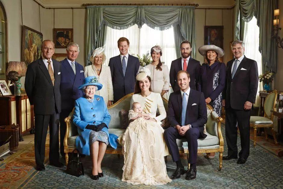 """被腐国人民推上谷歌年度热搜Top1,并成为第一个和女王一家共进圣诞大餐的非英籍准王妃!这个""""梅根""""不简单……"""