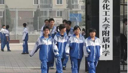还在吐槽中国校服丑?韩国学生表示好想穿啊!