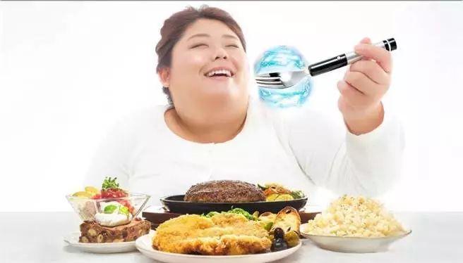 减肥晚上吃了大餐怎么办图片