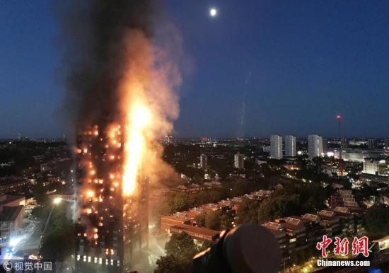 """英国格伦费尔火灾""""半年祭"""":多半住户仍无家可归"""