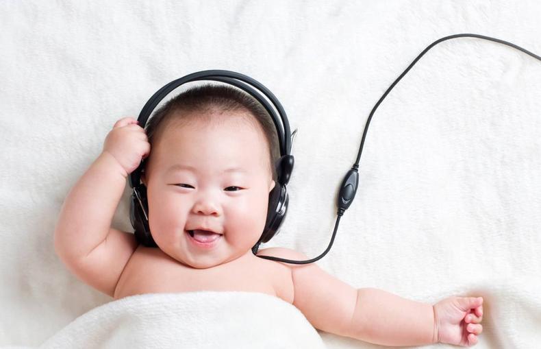 宝宝右脑开发关键期,训练方法很特别