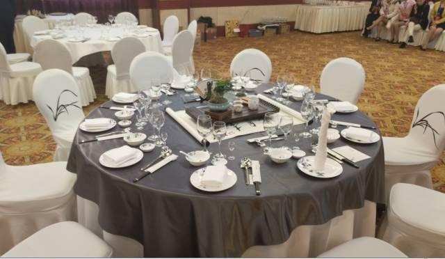 中餐宴会摆台 第一名 王琪图片