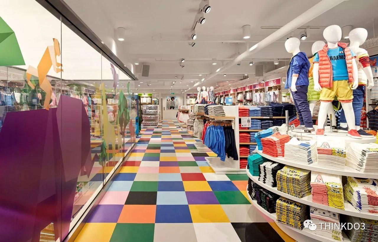 走进任何一家优衣库的店铺,是不是远远地就会被一整面图片