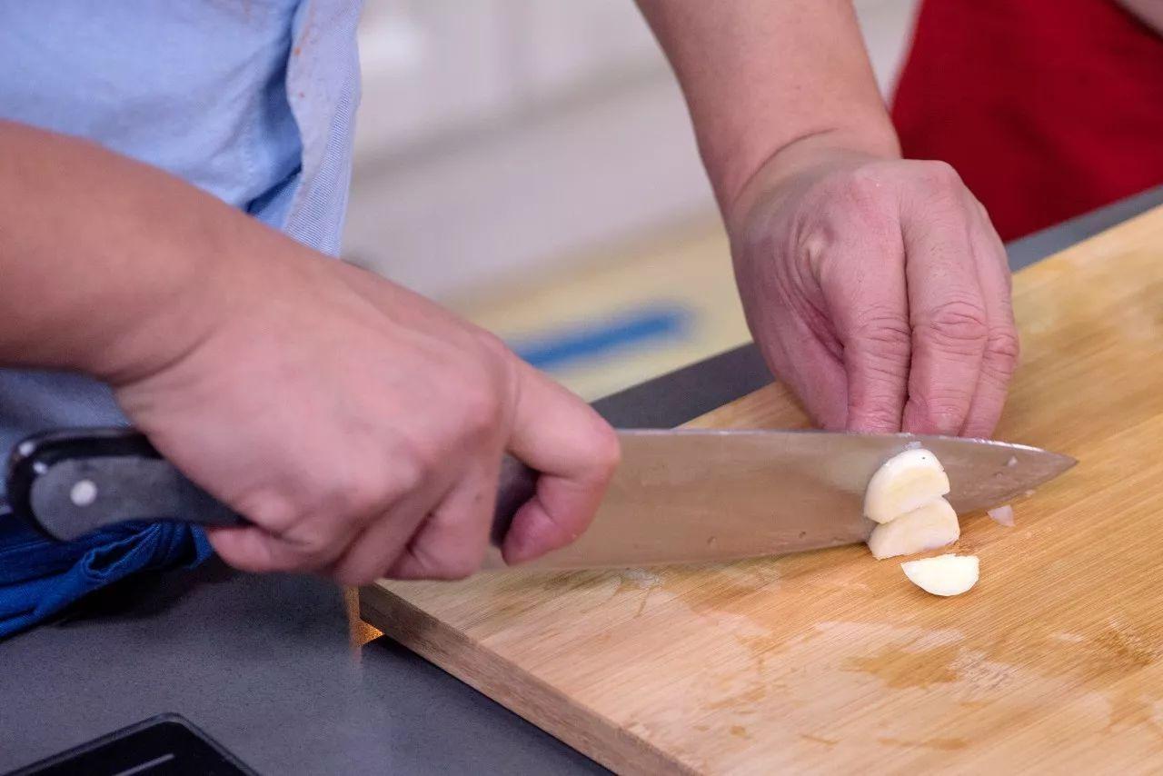 洋葱怎么切块图解步骤