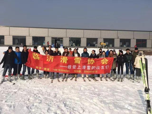 推广冰雪运动 助力北京冬奥 临沂滑雪协会免费发放滑雪手套和滑雪眼镜了图片