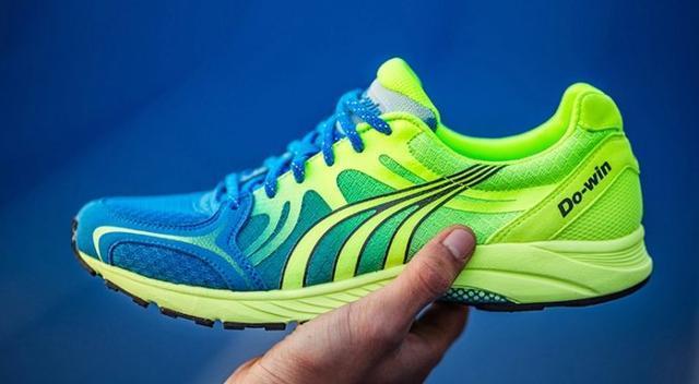 多威跑鞋_第一款:多威竞速马拉松跑鞋
