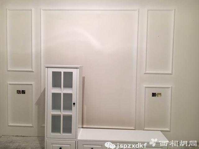 卧室床头背景墙的石膏线条是杜师傅儿子贴的,贴得也非常好.