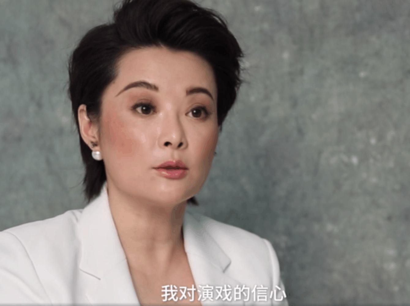 曾传言袁立和张国立有绯闻,被邓婕打了一耳光,还让她滚出剧组