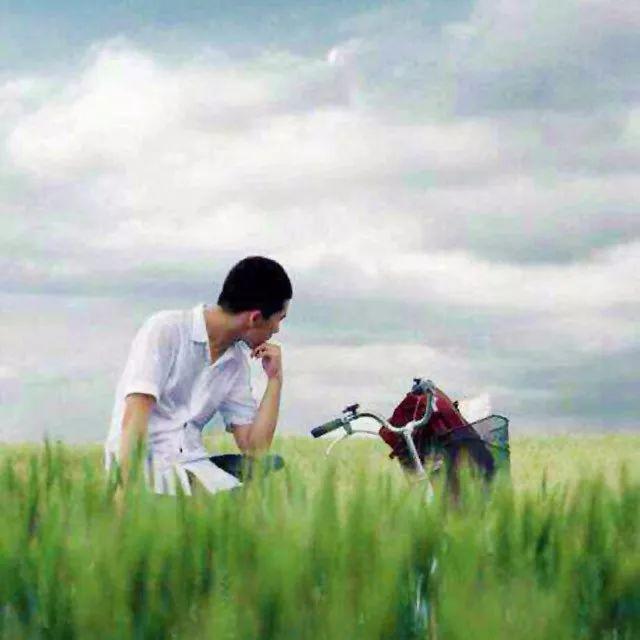 人生就象一场旅行,不必在乎目的地,在乎的是沿途的风景
