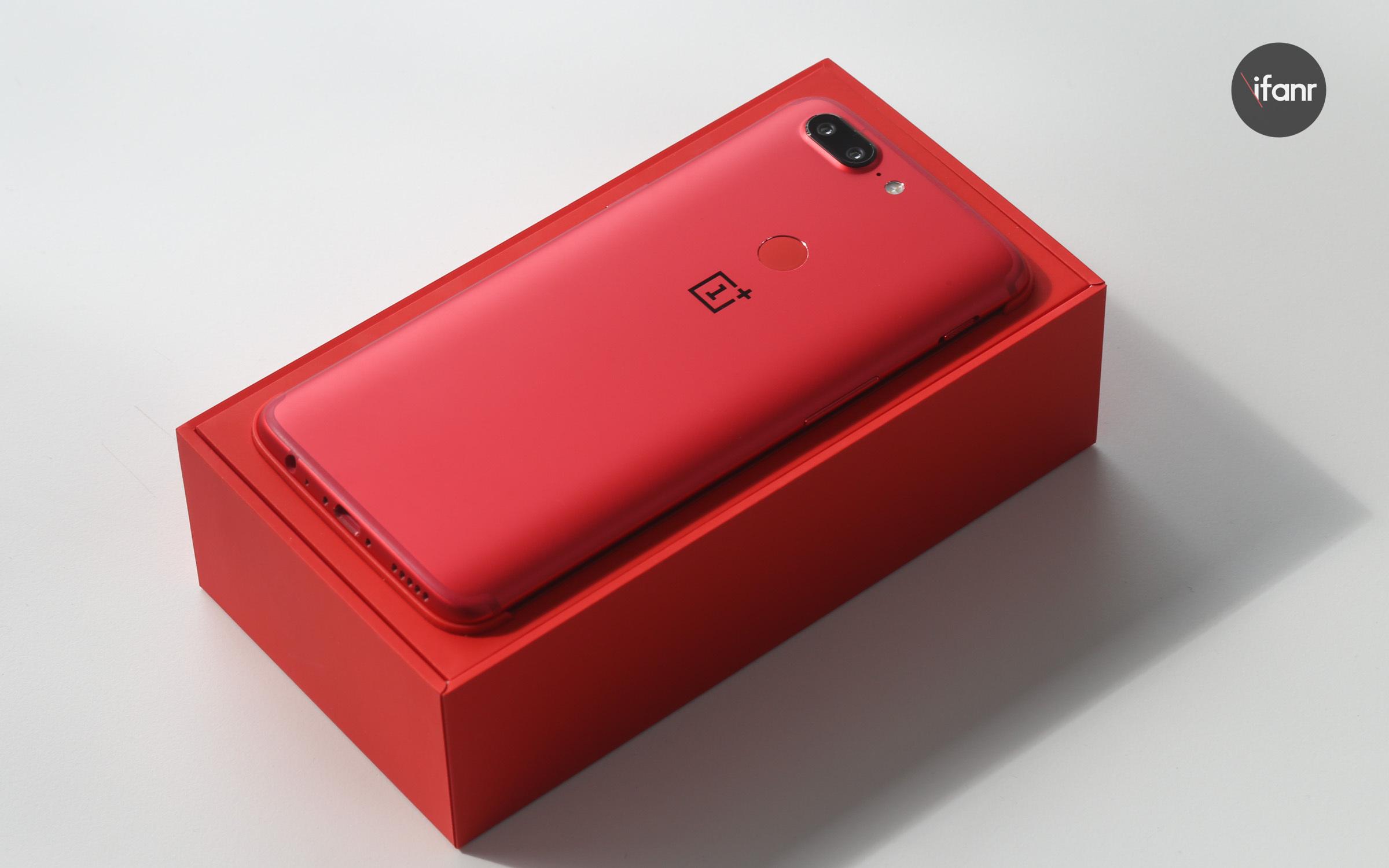 """一加 5T 熔岩红开箱图赏:4 周年,带来这种特别的""""红"""""""