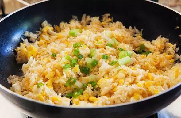 蛋炒饭最简单也最困难,这些窍门能让你的炒饭好吃到不行