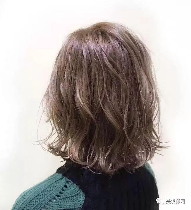 2018流行的减龄烫发发型25款图片
