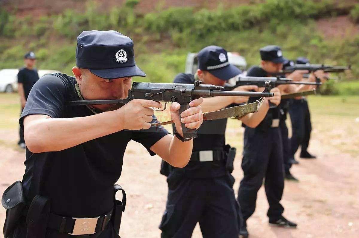 用ak47冲锋枪一次扫死20人:海南黑道第一杀手孔繁座