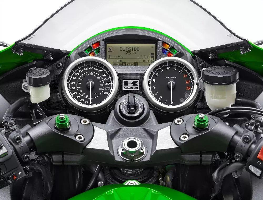 同时,它还拥有醒目的外观和顶级舒适性,超大功率的发动机还完美设定了