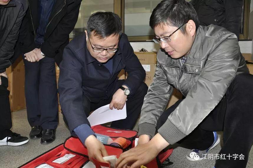 提升应急救护技能我们是认真滴 江阴中专举行学生应急救护技能大赛