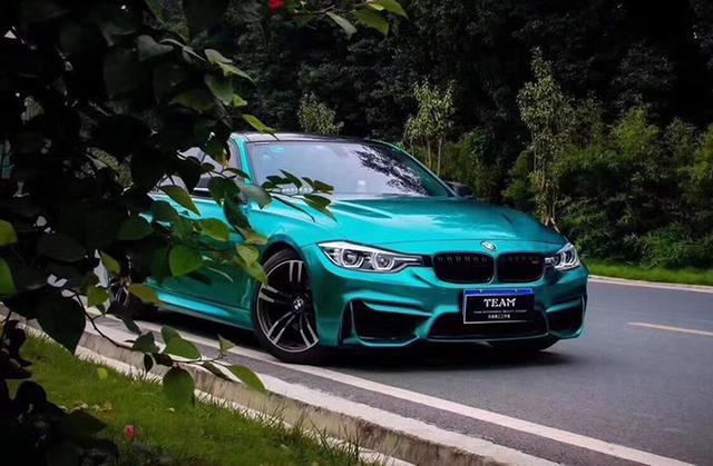 宝马3系车身改色亮面金属祖母绿贴膜效果图 醉美绿色