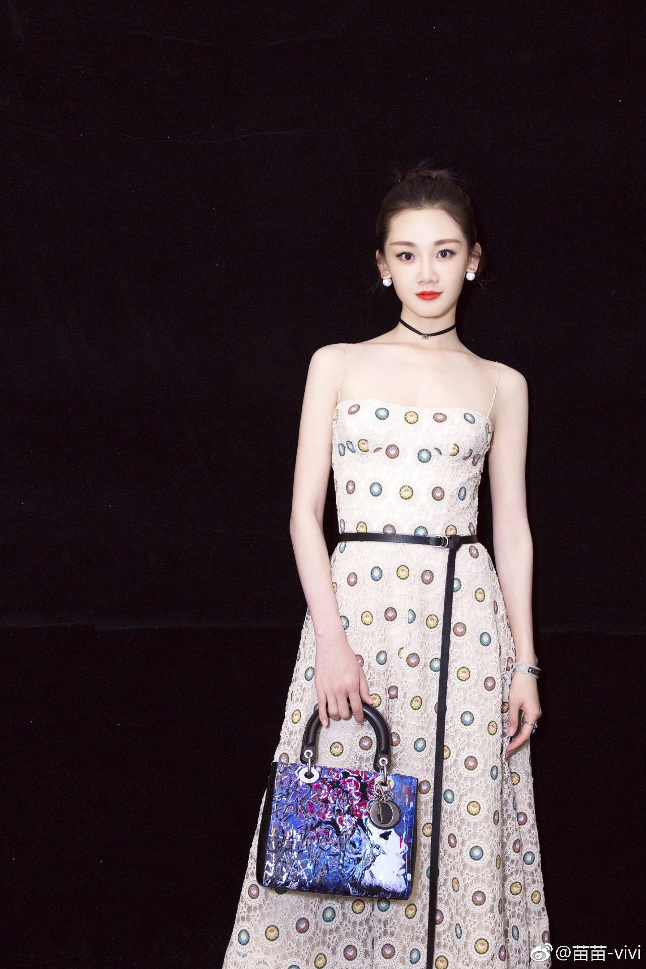 冯小刚为什么要选她来演《芳华》里的何小萍呢?