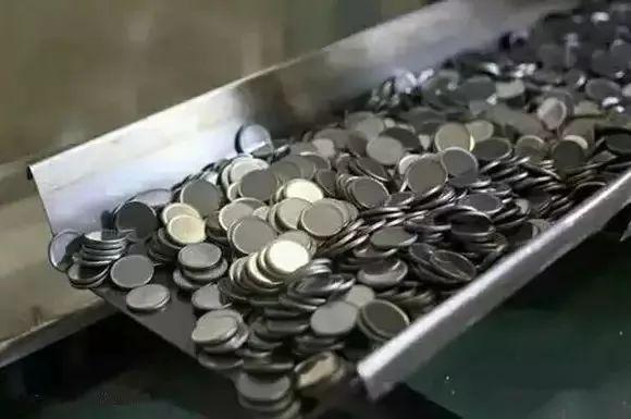 和五紀念幣為何多劃痕?