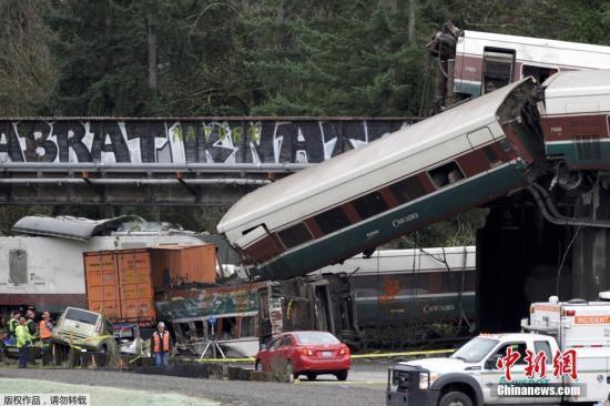美铁列车脱轨事故致3人死亡 逾百名伤患被送医