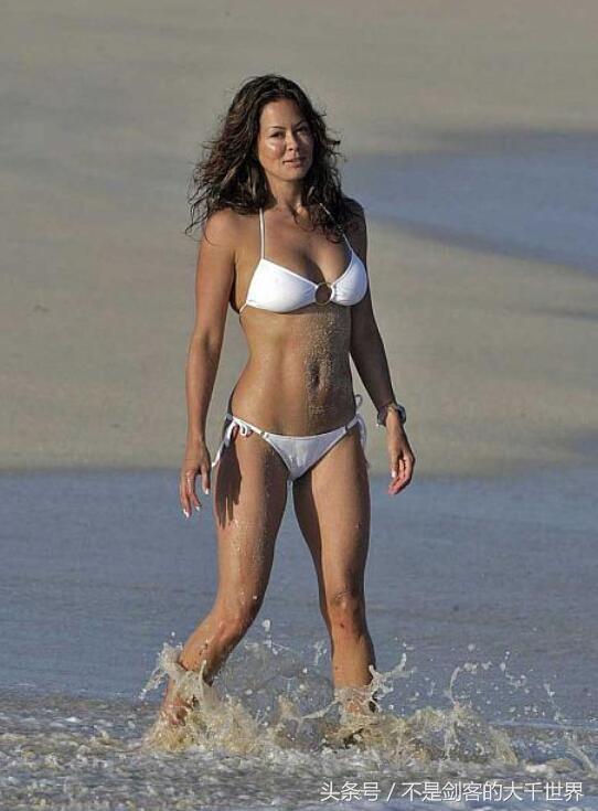 超模布鲁克・博克(Brooke Burke)个人资料身高体重比基尼照