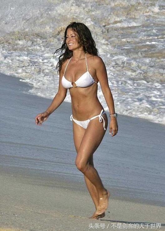 超模布鲁克·博克(Brooke Burke)个人资料身高体重比基尼照