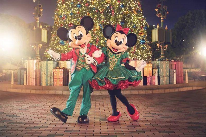 """盛大的""""米奇与好友圣诞舞会""""图片"""