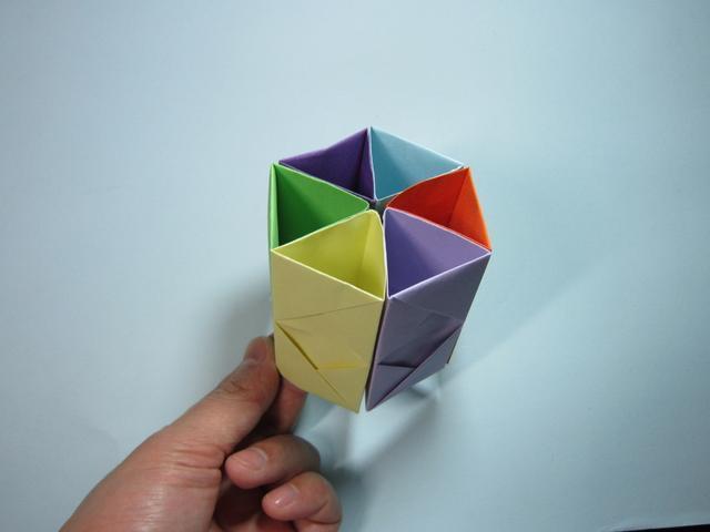 儿童手工折纸:笔筒的折法步骤图解
