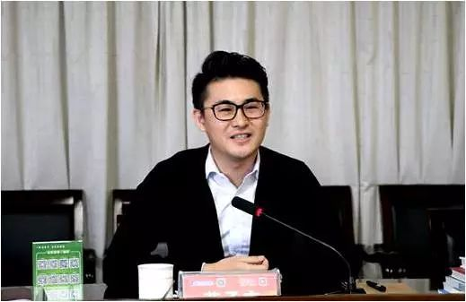 生于1986年,他就是远东控股集团董事长蒋锡培的大儿子蒋承志.