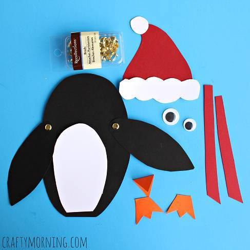 在卡纸上剪下企鹅的身体,翅膀,脚,嘴巴,眼睛,围巾,还有圣诞老人的帽子图片