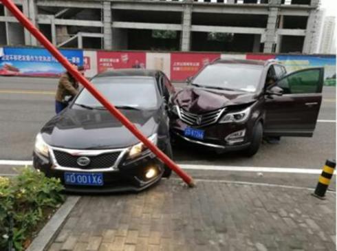 我自己开车撞车,车报废了。车损险是八万。保险能赔足车损险吗?