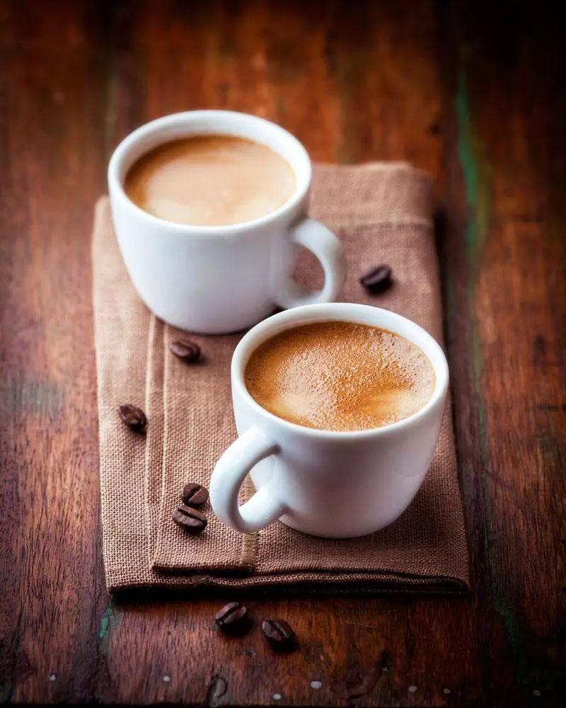 咖啡加奶图片